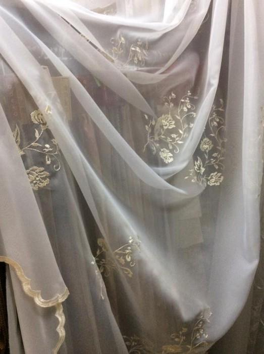 Тюль - молочная вышивка по вуали с фигурным низом