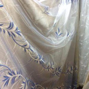Тюль белый бело-голубой вышивкой и фигурным низом