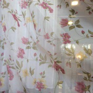 Тюль - розово-желтоватые цветы по вуали